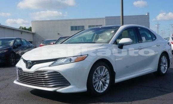 Buy Used Toyota Camry White Car in Dushanbe in Dushanbe