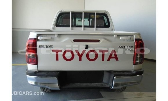 Buy Import Toyota Hilux White Car in Import - Dubai in Dushanbe