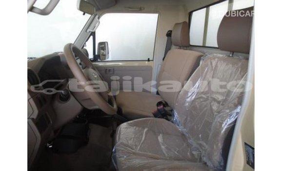 Buy Import Toyota Land Cruiser White Car in Import - Dubai in Dushanbe